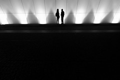 let's talk about it (Hendrik Lohmann) Tags: street streetphotography strassenfotografie strase nikon df düsseldorf nightshot nightlife hendriklohmann bw bwstreet