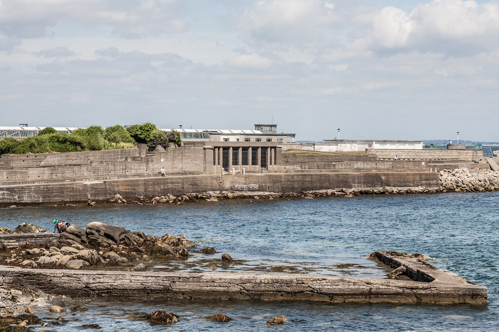 DUN LAOGHAIRE TOWN AND HARBOUR [TEN YEARS AGO]-124853