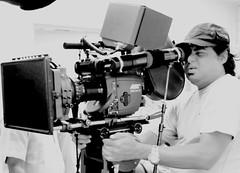 Anglų lietuvių žodynas. Žodis cinematograph reiškia n 1) kinematografas; 2) kino aparatas lietuviškai.