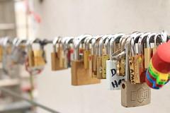 Cadeados na Puente de las Mujeres (JaqueBatista) Tags: buenosaires cadeados