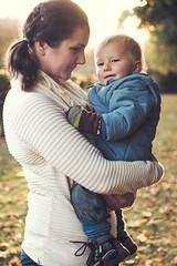 X52 - Linda med Leo autumn 2015 (manuel ek) Tags: family sunset portrait sunlight skne ar sweden naturallight fujifilm konica malm hst 52mm hexanon xt1 strakyrkogrden manuelekphoto