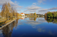 Joensuu - Finland (Sami Niemelinen (instagram: santtujns)) Tags: city bridge colors suomi finland river colours north autumm joensuu syksy silta joki karjala kaupunki carelia vrit pohjois tyttlyseo sirkkalansilta pielisjokis
