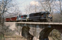 MGA 2000-2306, Mather, PA. 3-13-1990 (jackdk) Tags: railroad trestle bridge train railway locomotive ge mga mather monongahela conrail emd gp38 coaltrain b237 coaldrag b237r gelocomotive monongahelarailway matherpa