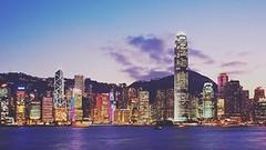 กว่าจะมาเป็นฮ่องกง ฮ่องกงในอดีตเป็นส่วนหนึ่งของจีนมาตั้งแต่สมัยโบราณโดยคนจีนกลุ่มแรกที่อพยพเข้ามาอยู่ในฮ่องกง คือสมัยราชวงศ์ฉินและฮั่นโดยคนจีนที่อพยพเข้ามาในฮ่องกงก็ได้นำเอาประเพณีวัฒนธรรมต่างๆของประเทศจีนเข้ามาในเกาะฮ่องกงด้วย หลังจากนั่นฮ่องกงก็อยู่กับจ