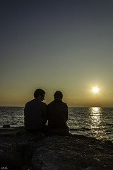 Els meus amics  -  mis amigos (ibzsierra) Tags: ibiza eivissa baleares canon 7d atardecder puesta sol sun solei mar sea mer amigo persona playa beach sunset 1785isusm