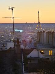 Montmartre ♡ Eiffel (Toni Kaarttinen) Tags: parís paris parizo pariisi párizs parigi パリ parijs paryż париж 巴黎 frança frankreich francio francia ranska france צרפת franciaország フランス frankrijk francja franţa франция frankrike 法國 iledefrance parisian sunset montmartre night evening eiffel toureiffel eiffeltower