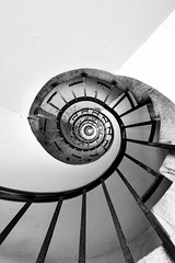 Another spiral (Jonathan Vowles) Tags: london lubekin tecton towerhamlets stairs case spiral constructivist
