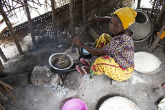 Making ugali in Tanzania. Photo H.Holmes/RTB
