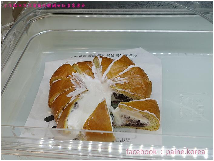 釜山爆漿鮮奶油紅豆麵包 (4).JPG