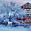 Jólin rauð og hvít. (unnurol) Tags: winter red white snow outdoor reykjavik wonderland snjór rautt hús úti miðbær hvítt fjalakötturinnmiðbær