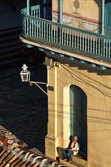 Assis  attendre (michel.driencourt) Tags: lanterne cuba trinidad balcon ballustrade