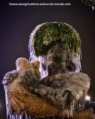 Détail d'une fontaine de la place de la concorde. En ce soir du nouvel an, elle était gelée et couverte de stalactites. (peregrinationsautourdumonde) Tags: fontaineenhiver stalactites fontaineplacedelaconcorde fontaine concorde placedelaconcorde paris francia france