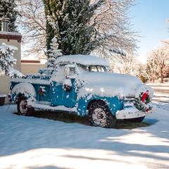 ¡feliz navidad y año nuevo desde Albuquerque! (el zopilote) Tags: 500 albuquerque newmexico wheels trucks architecture street cityscape powerlines lumix gf1 milc m43 lumixg20mmf17asph