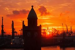 Sonnenuntergang am Pegelturm (Lilongwe2007) Tags: hamburg pegelturm landungsbrücken sonnenuntergang wolken hafen deutschland schiffe werft uhrturm elbe wasser