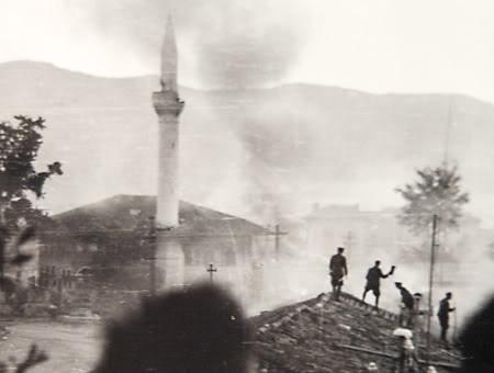 IL CENTRO DI TIRANA 1944. SI LOTTA PIAZZA DOPO PIAZZA, VICOLO DOPO VICOLO.