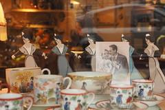 les arlésiennes (JulienLec) Tags: arlésienne vaisselle antiquité porcelaine old