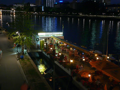 Frankfurt am Main - Restaurantschiff auf dem Main (CocoChantre) Tags: de deutschland europa hessen main landschaft frankfurtammain nachtaufnahme welt mainufer flus restaurantschiff