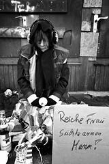 Obdachlos (fotoandy69) Tags: poverty blackandwhite woman shot arm outdoor homeless poor skulptur beggar hunger hungry frau photographing reich penner personen schnappschuss armut aufnahme bettler obdachlos obdachlose bettlerin schwarzweis strase ablichtung street