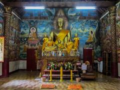 """Luang Prabang: le temple Vat Aham, à côté du Vat Visoun <a style=""""margin-left:10px; font-size:0.8em;"""" href=""""http://www.flickr.com/photos/127723101@N04/23569553510/"""" target=""""_blank"""">@flickr</a>"""