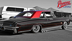 Buick Riviera (Pomona Swap Meet) Tags: pomonafavorites pomonaswapmeet buick buickriviera layingframe lowrider classicbuick classiccars pinstripe pinstriping custompaint