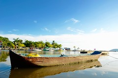 Um Barco em Paraty (leal.fellipe) Tags: barco paraty canal mar riodejaneiro rj história