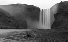 calm foss (kewlscrn) Tags: scogafoss iceland island remo bivetti nikon d800 2470mm nikkor foss travel f110 iso100 38mm 89 black white blackwhite bw b w schwarz weiss sw water tones composition longtime exposure