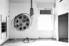 Operating Room (kgreipel [www.kgreipel.de]) Tags: operationssaal operatingroom op lampe operationslampe operationallamp lost lostplace verlassen abandoned desolate decay krankenhaus hospital klinik clinic surgery schwarzweiss blackandwhite sw bw urban urbex urbanexploration urbanexploring klausgreipel kgreipel chirurgie
