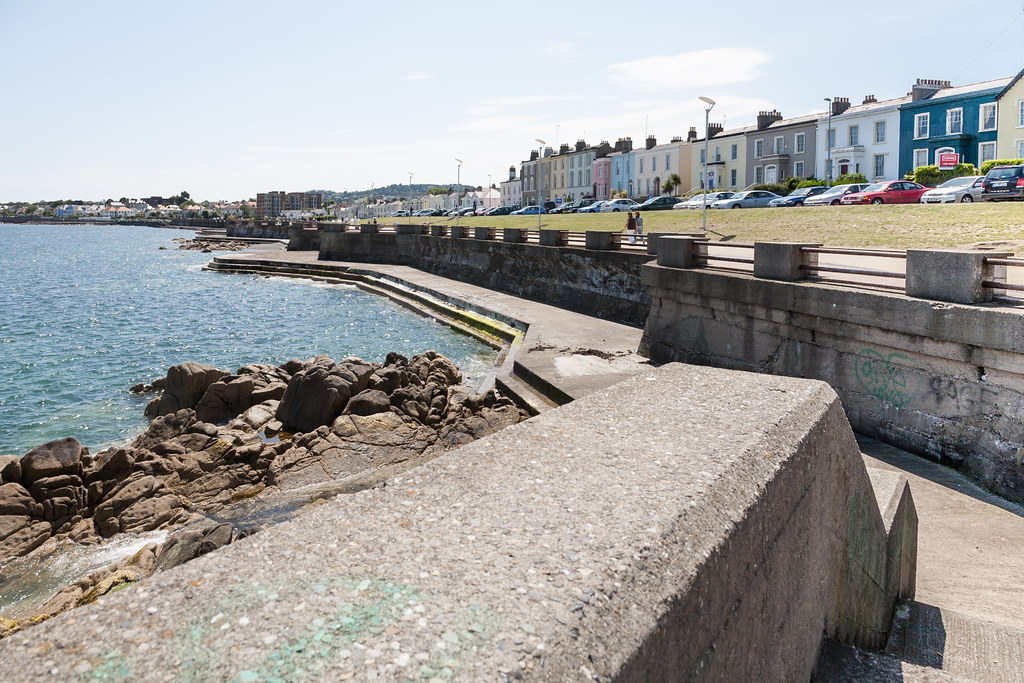 DUN LAOGHAIRE TOWN AND HARBOUR [TEN YEARS AGO]-124874