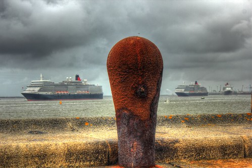 3 Queens on the river Mersey - Cunard 175th celebrations