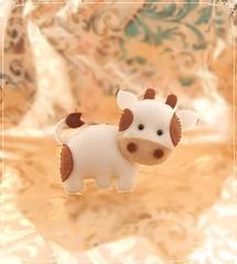 Vaquinha em Feltro para lembrancinha (detalhesemfoco) Tags: aniversario cow country festa animais presente nascimento maternidade vaquinha enfeite fazendinha lembrancinha