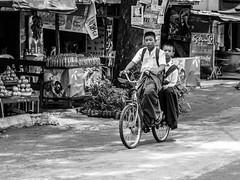 Colegiales en bicicleta (Andrs Guerrero) Tags: school blackandwhite blancoynegro boys monochrome kids children monocromo blackwhite asia southeastasia burma bicicleta nios colegio myanmar colegial bagan bycicle urbanphotography mountpopa monocromtico schoolboys colegiales escolares birmania sudesteasitico fotografaurbana montepopa