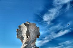 La testa fra le nuvole (AlessandroDM) Tags: casamilà barcellona catalunya spagna gaudi antonigaudi lapedrera