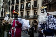 2017_01_05_Acció manteros día de reyes_AntonioLitov(02) (Fotomovimiento) Tags: fotomovimiento solidaritatmantera araiaquí sindicatopopulardevendedoresambulantes barcelona catalunya catalonia cataluña manifestación manifestació lasramblas reyesmagos racismo