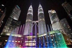Torres Petronas (Jhaví) Tags: noche night nocturna ciudad city asia torres petronas malaysia lumpur kuala arquitectura edificio rascacielos klcc