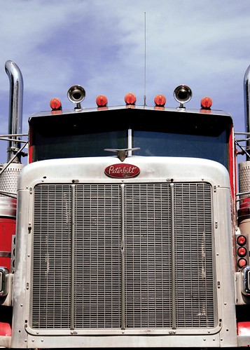 Peterbilt Grille Head On