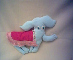 O Dumbo (xicamatrica) Tags: art boneco doll dolls handmade pano craft felt plush softies feltro boneca bichos trapo bonecos manualidades tecido trapalhada artesanatosoftie