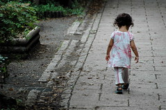 [フリー画像] [人物写真] [子供ポートレイト] [外国の子供] [少女/女の子] [後ろ姿]      [フリー素材]