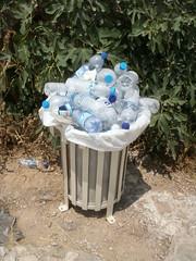 Agua (Daquella manera) Tags: water trash agua hellas can athens plastic greece grecia atenas basura acropolis bpa papelera  zafacon polycarbonate a eliniki bisphenol