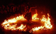dancing on fire (Satya W) Tags: travel sunset vacation bali dinner indonesia island fire dance asia performance arts uluwatu trance poll outing quiz tari gwk kecak hanoman 200607 imx intermatrix imxgoestobali
