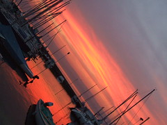 Sunset and boat (R-Nesto) Tags: sunset red orange sun lake france sol water rouge boot see soleil julien agua frankreich aqua wasser europa europe suisse geneve lac 2006 jules savoie bateau lman s9500 sonne fr genve francia 74 sonneuntergang ernesto haute untergang couch genfer shiff cdn hautesavoie genf thonon thononlesbains cff chablais potron rnesto julienpotron thnon rnestogreen experience7 atardecere ernestogreen neiluj nortop neilujnortop potronjulien
