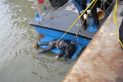 Floater being retrieved from East River (buff_wannabe) Tags: river dead death harbor accident body police nypd east cop unusual floater