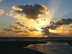 Courant d'Huchet (Landes, France) (Lolo_) Tags: ocean sunset france beach clouds soleil coucher nuages plage courant atlantique landes aquitaine huchet