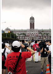 """anti-corruption and depose-Chen"" on day 6, iii (*dans) Tags: rally protest taiwan 2006 taipei presidentialpalace  presidentialoffice anticorruption dansphoto   depose deposechen anticorruptionanddeposechen     kaitakelan onemillionpeopleagainstcorruption 20060914"