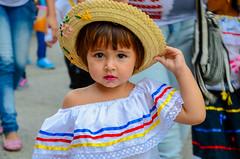 Niña en el desfile de antioqueñidad infantil - Carepa, Ant. (Nefreyy ph) Tags: girl beautiful colombia niña mirada glance traje cultura sincerity sinceridad urabá carepa
