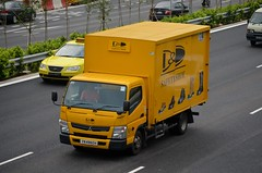 D&D Safety Shoes Mitsubishi Fuso Canter FEB21E Delivery Truck (nighteye) Tags: truck singapore delivery canter mitsubishifuso ddsafetyshoes feb21e yn4960h
