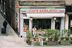 La Wallonie (analog) - Cafe Sarajevo (photo79.de - Sebastian Petermann) Tags: analog belgique analogue liège belgien wallonie lüttich filmisnotdead lawallonie filmisalive dmparadies200 stillshootingfilm canoneos1analog citedeliège