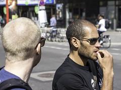 street people man berlin sunglasses deutschland glasses streetphotography menschen uomo mann brille eyeglasses homem sonnenbrille rayban homme mensch 男人 男子 elhombre streetfotografie strasenfotografie мужчи́на челове́к