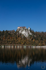 Bled (RohOi) Tags: autumn red mountain lake mountains reflection castle fog canon landscape lago slovenia bled slovenija autunno castello paesaggi isola ef50mm14 canoneos6d