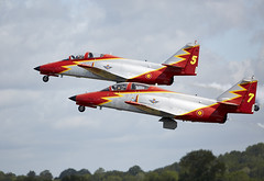 Patrulla guila (Bernie Condon) Tags: uk tattoo plane flying team spain display aircraft aviation military jet formation airshow spanish trainer airfield ffd fairford riat raffairford airtattoo c101 aviojets riat15 patrullaguilacasa