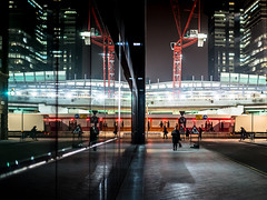 Morning Messaging (Sean Batten) Tags: london england unitedkingdom gb londonbridge streetphotography street night nighttime window reflection glass city urban nikon df 35mm crane red